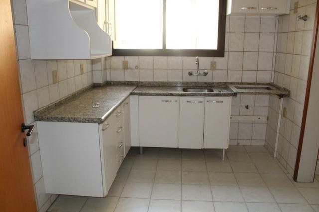18317 - Apartamento com 3 dormitórios, sendo 1 suíte - 95 m²Centro - Foto 10