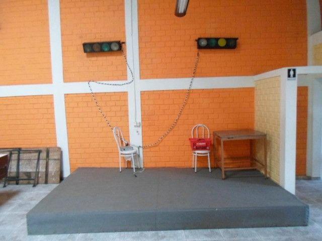Salao com 280 Metros Contendo cadeiras mesas churrasqueira,cozinha - Foto 5