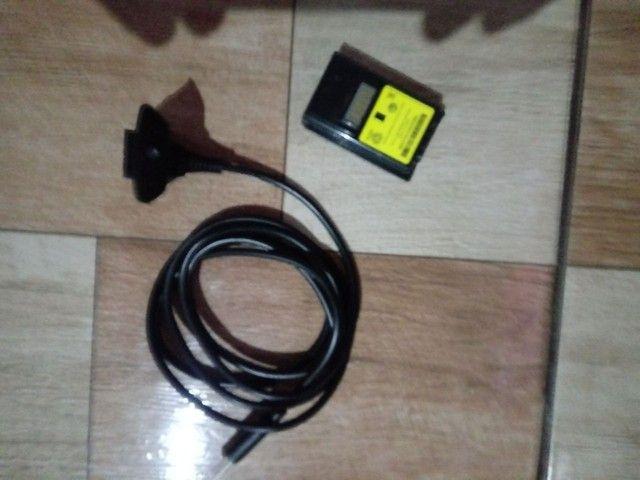 2 controles, fonte, uma bateria recarregavel p/ controle e um jogo pes 16 - Foto 3