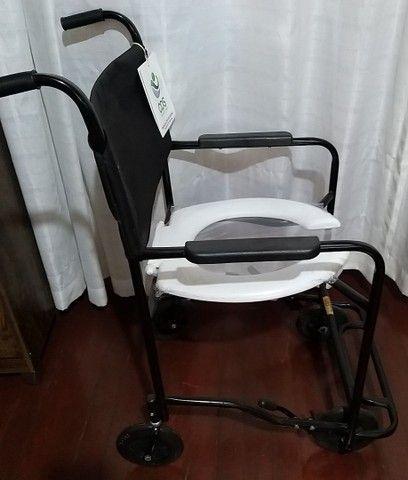 Vendo Cadeira d Banho Nova, e uma Cadeira de Rodas nova  - Foto 2