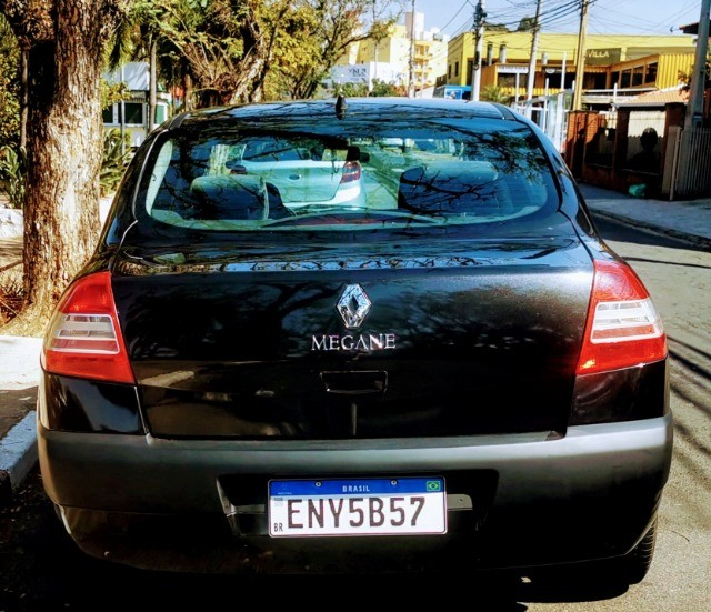 Renault Megane  preto sedan em ótimo estado  - Foto 6