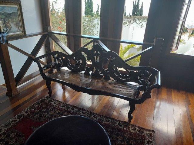 Cadeira e Banco entalhada a mão de jacarandá
