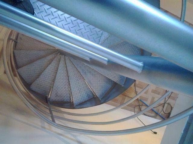 Escada caracol ( com corremäo e instalada) - Foto 5