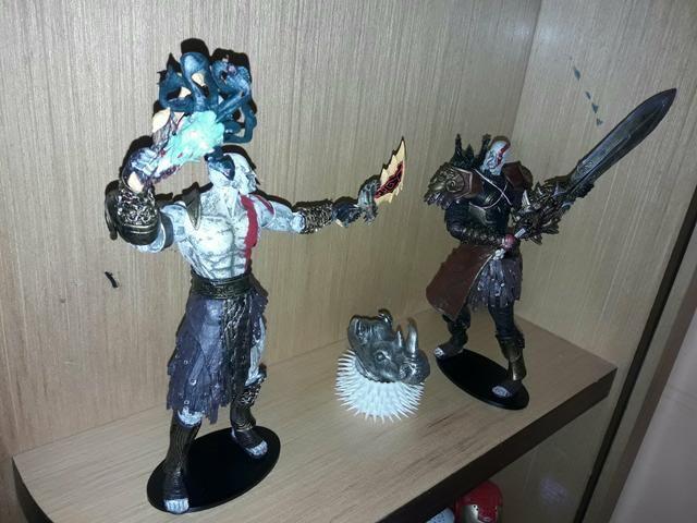 Deus da guerra articulado 2 unidades