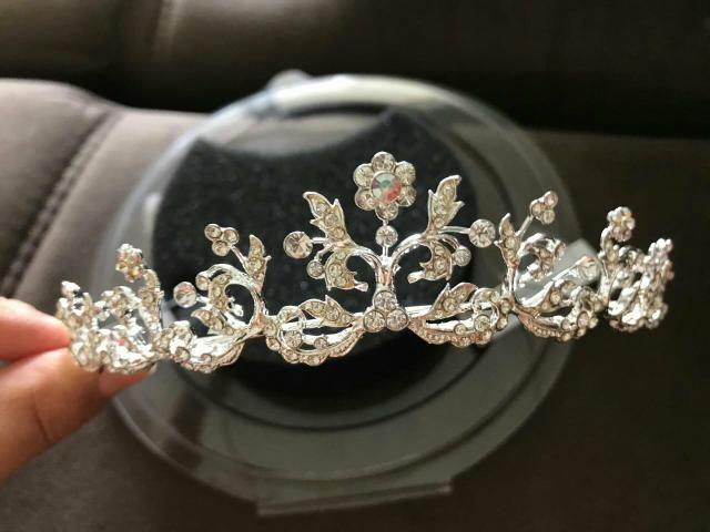 Vendo coroa / tiara