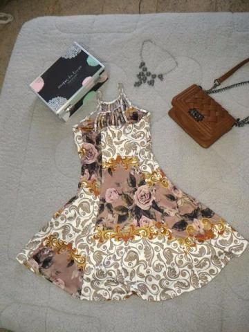Vestido Florido com Detalhes frontais e traseiros - Tamanho M