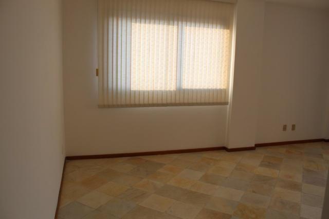 18317 - Apartamento com 3 dormitórios, sendo 1 suíte - 95 m²Centro - Foto 4