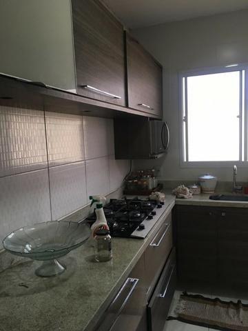 Casa térrea com moveis planejados, piso porcelanato, ar condicionado! - Foto 5