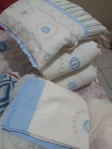 Vendo almofada de amamentação kit do berço