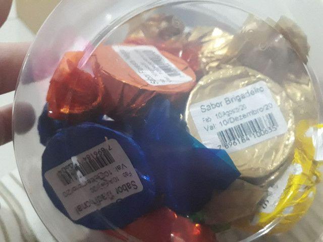 Doces variados bolachinhas salames trufas e amendoins  - Foto 4
