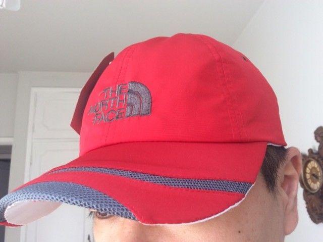 Boné North Face vermelho
