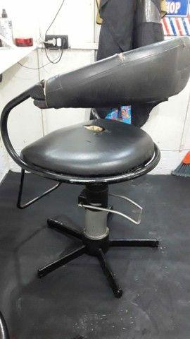 Máquina Wahl Detailer e Cadeiras de Barbearia