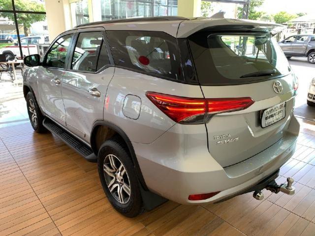 Toyota Hilux Sw4 2.7 SRV 7 LUGARES 4X2 16V FLEX 4P AUTOMATICO - Foto 6