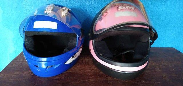 Desapego de dois capacetes