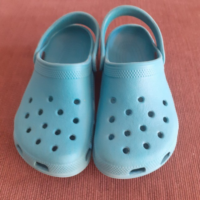 crocs infantil tamanho 28