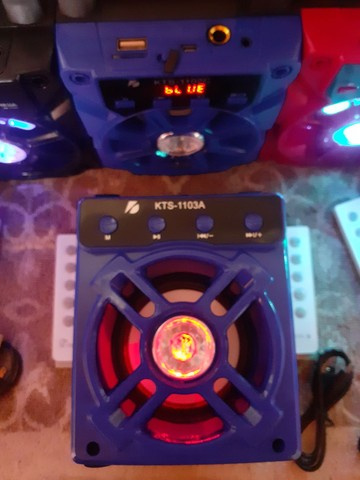CAIXA DE SOM COM CONTROLE REMOTO E CABO USB.  - Foto 3