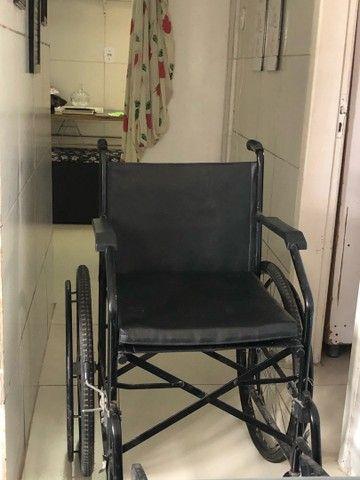 Vende-se Cadeira de Rodas - Foto 3
