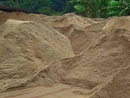 Areia Brita Terra Vegetal Escória Pedra de Mão Pó em até 12 vezes no cartão de crédito - Foto 3
