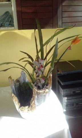 Vaso Prata E Dourado, Rustico 25x36 Cm, Feito De Cimento
