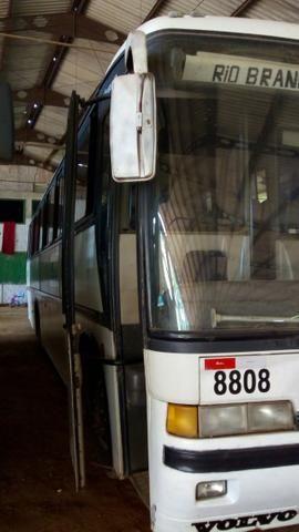 Vendo ônibus rodoviário volvo vg1000 b10m - Foto 2