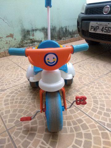 Triciclo com empurrador e porta objetos - Foto 3