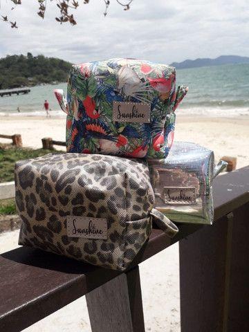 Vende-se Bolsa de Praia, necessaire, chima bag e carteirinhas - Foto 3