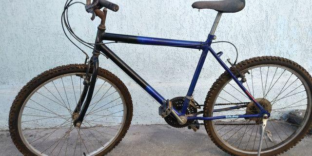 Vendo ou troco bicicleta aro 26 com marcha - Foto 5