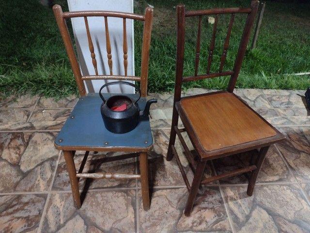 Cadeiras e bule