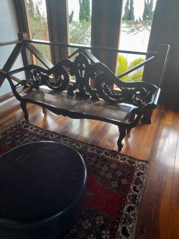 Cadeira e Banco entalhada a mão de jacarandá - Foto 2