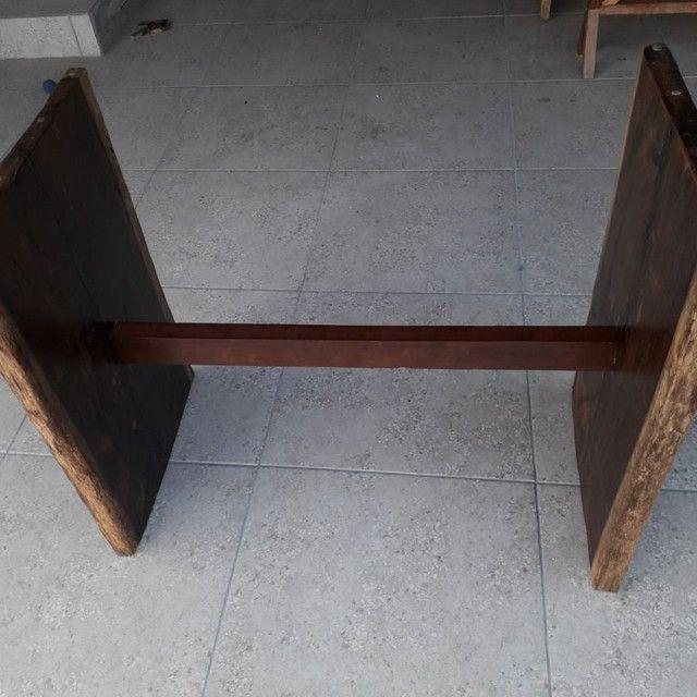 Mesa de madeira Jacarandá com tampo de vidro blindex - Foto 6