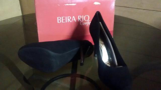 Sapato feminino camurça