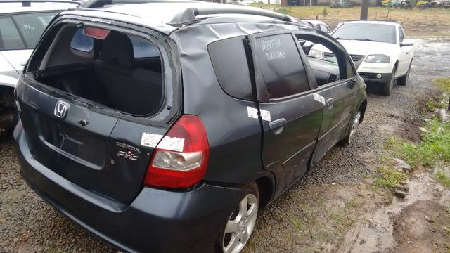 Honda Fit 1.4 manual gasolina 2005 - vendido em peças - Foto 3