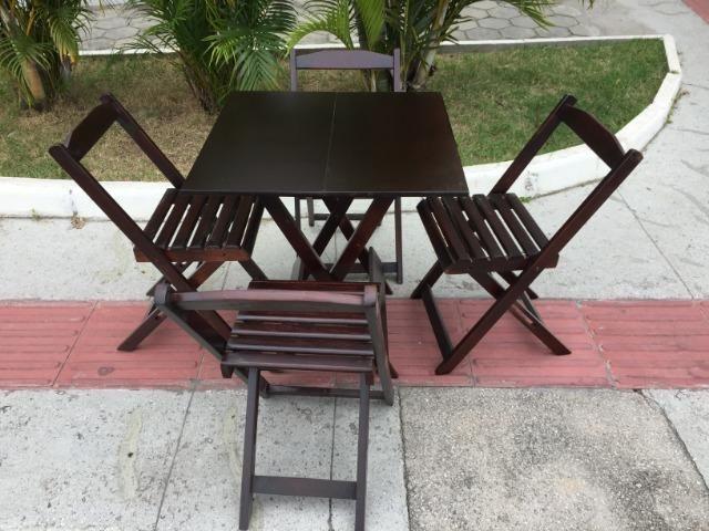 Mesas e cadeiras que abrem e fecham