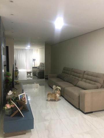 Casa térrea com moveis planejados, piso porcelanato, ar condicionado! - Foto 4