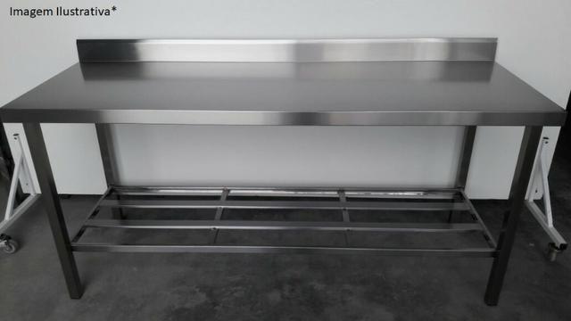Mesa inox industrial nova - Com prateleira gradeada e espelho de parede - Foto 2