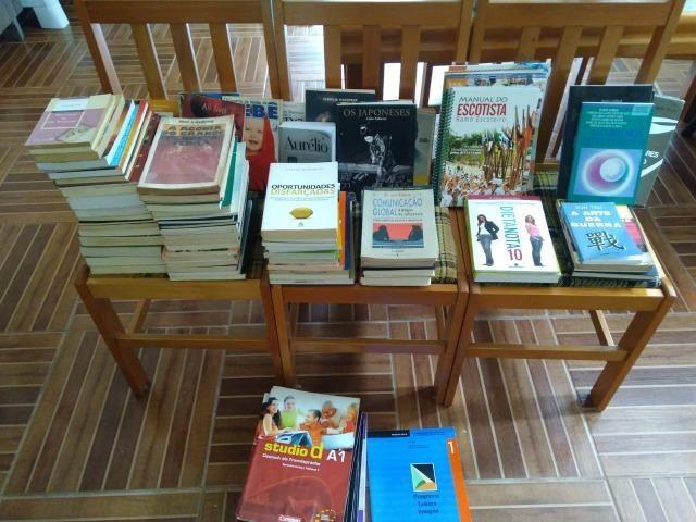 Lote de livros, tá diminuindo.