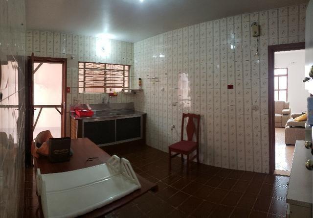 Casa Térrea em ótima localização no centro - Foto 2