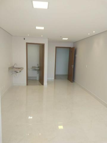 Sala nova já montada para seu escritório no Jardim Goiás