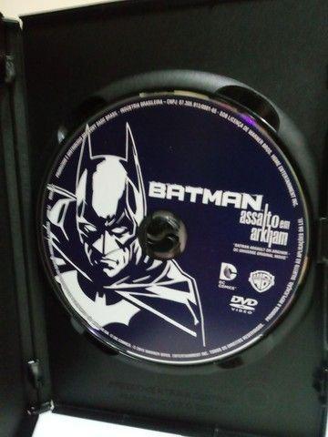DVD Batman Assalto ao Arkham - Faço Envio. - Foto 2