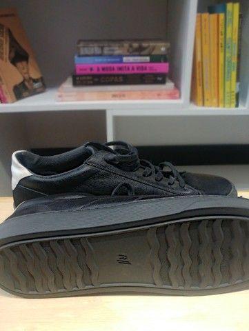 Lote com 5 calçados masculinos de marca, seminovos; numeração 44. - Foto 2
