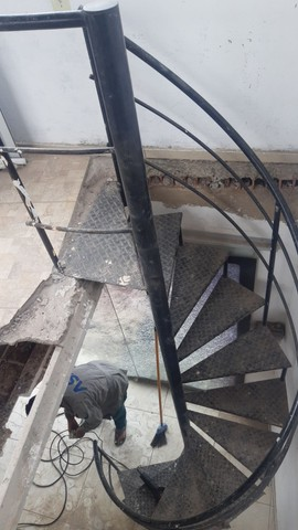 Escada caracol desapegando  - Foto 4