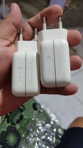 Carregador de iPhone usado