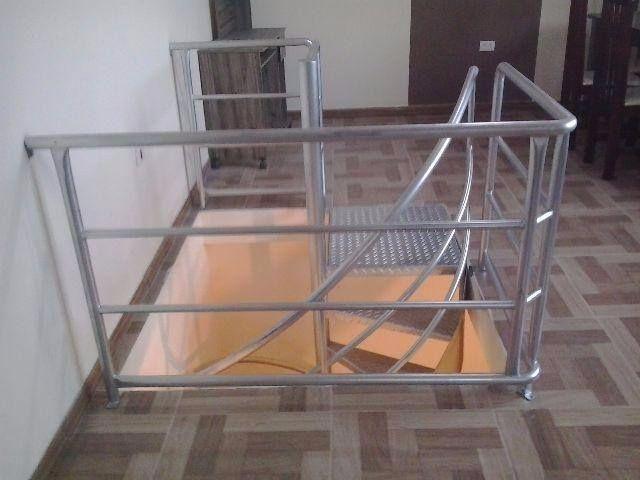 Escada caracol ( com corremäo e instalada) - Foto 2