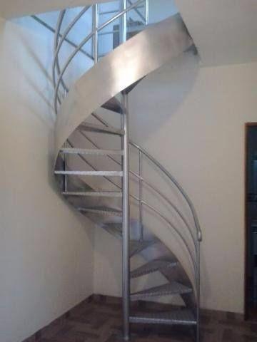 Escada caracol ( com corremäo e instalada)