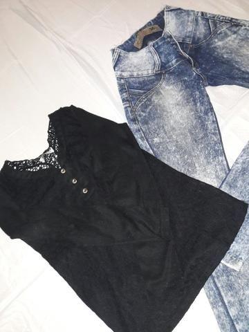 Blusa de frio e calça jeans