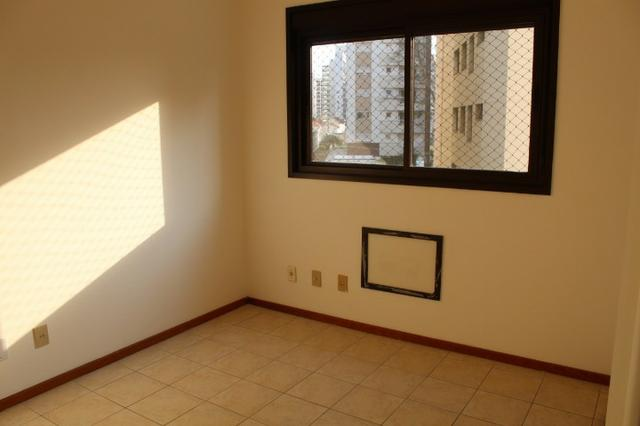 18317 - Apartamento com 3 dormitórios, sendo 1 suíte - 95 m²Centro - Foto 7