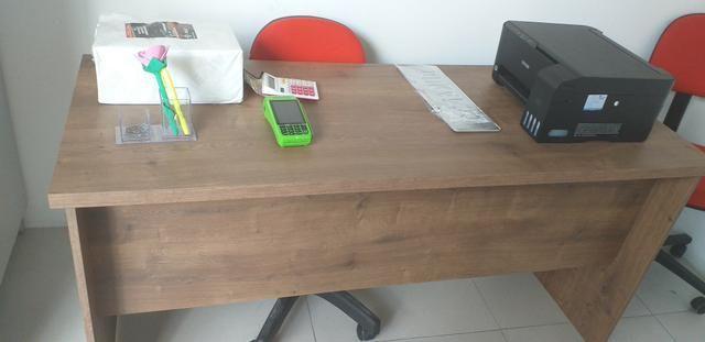 Vendo duas mesas pra loja ou escritório, duas cadeira giratória, uma impressora ,armario - Foto 6