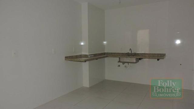 Apartamento novo no Centro com 3 quartos, varanda, 2 vagas de garagem - Foto 18