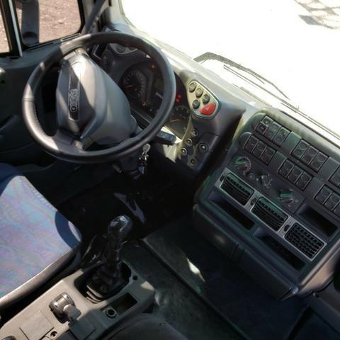 Caminhão Iveco Cursor 330 2011 4x2 (toco) - Foto 8