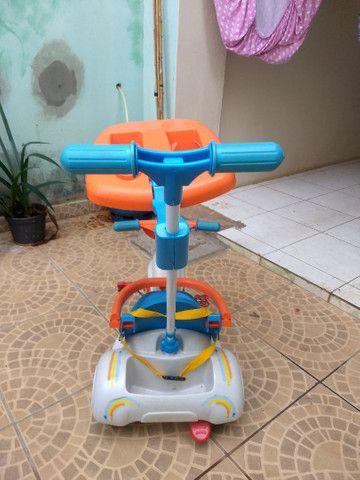 Triciclo com empurrador e porta objetos - Foto 4